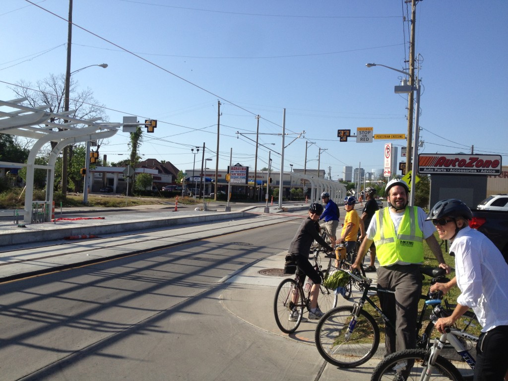 This light rail stop on Fulton near Quitman has a well executed and safe pedestrian crossing at one end. It's a rarity to find this type of crossing in Houston and this is a sign of new thinking in public agencies. Nearby, in another sign of new thinking, the city recently installed new sidewalks to connect residents to light rail. (Perhaps a first with a button powered ped cross walk with warning lights? - Jay)